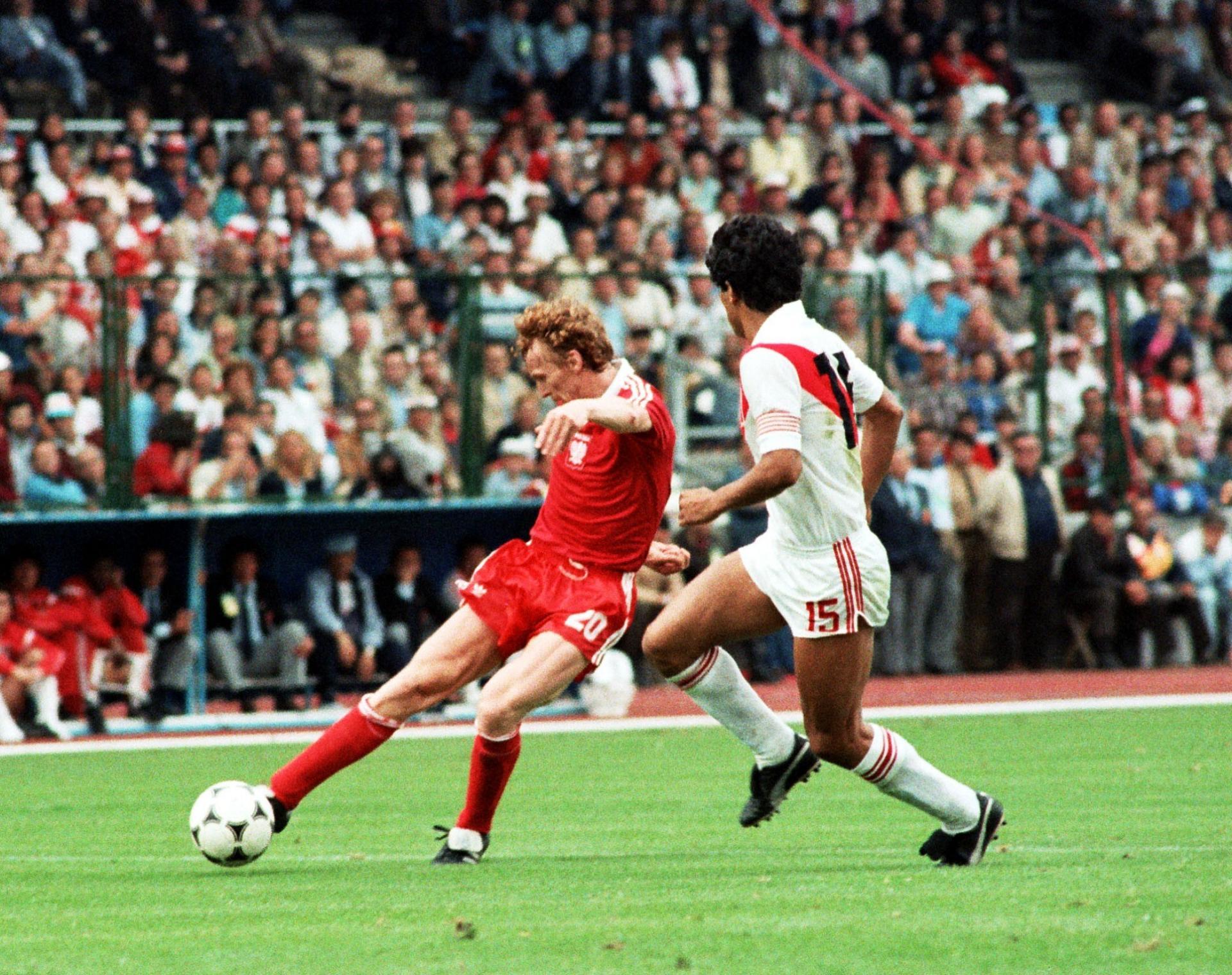 Akcja Zbigniewa Bońka w meczu z Peru.