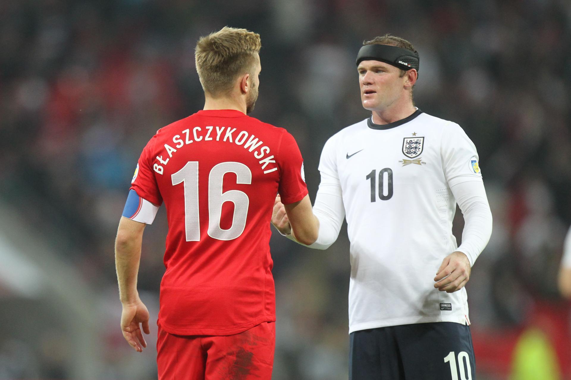 Jakub Błaszczykowski gratuluje Wayne'owi Rooneyowi świetnego występu i awansu do finałów mistrzostw świata. W eliminacyjnych meczach mundialu 2014 angielski napastnik strzelił nam dwa gole.