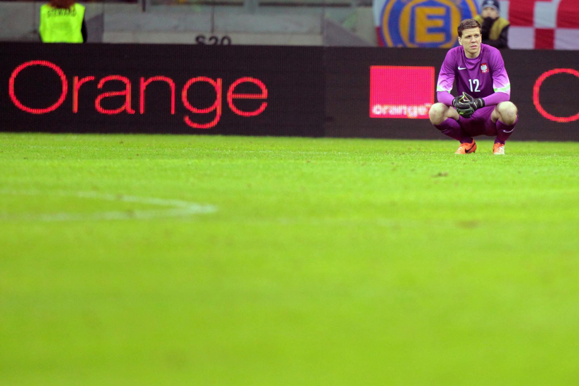 Zasmucony Wojciech Szczęsny. Polska przegrała towarzyskie spotkanie ze Szkocją 0:1.
