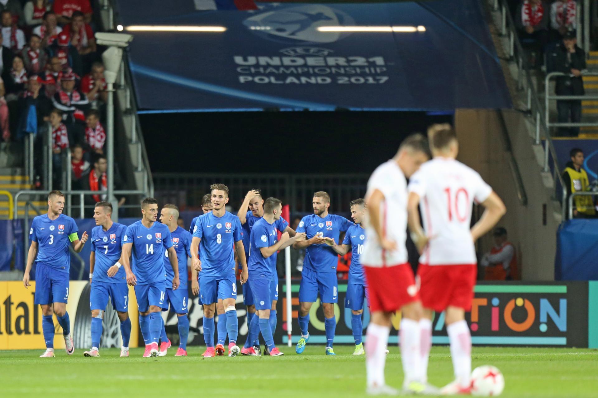 Reprezentanci Słowacji do lat 21 cieszą się po zdobytej bramce w meczu z Polską. Spotkanie Euro 2017.