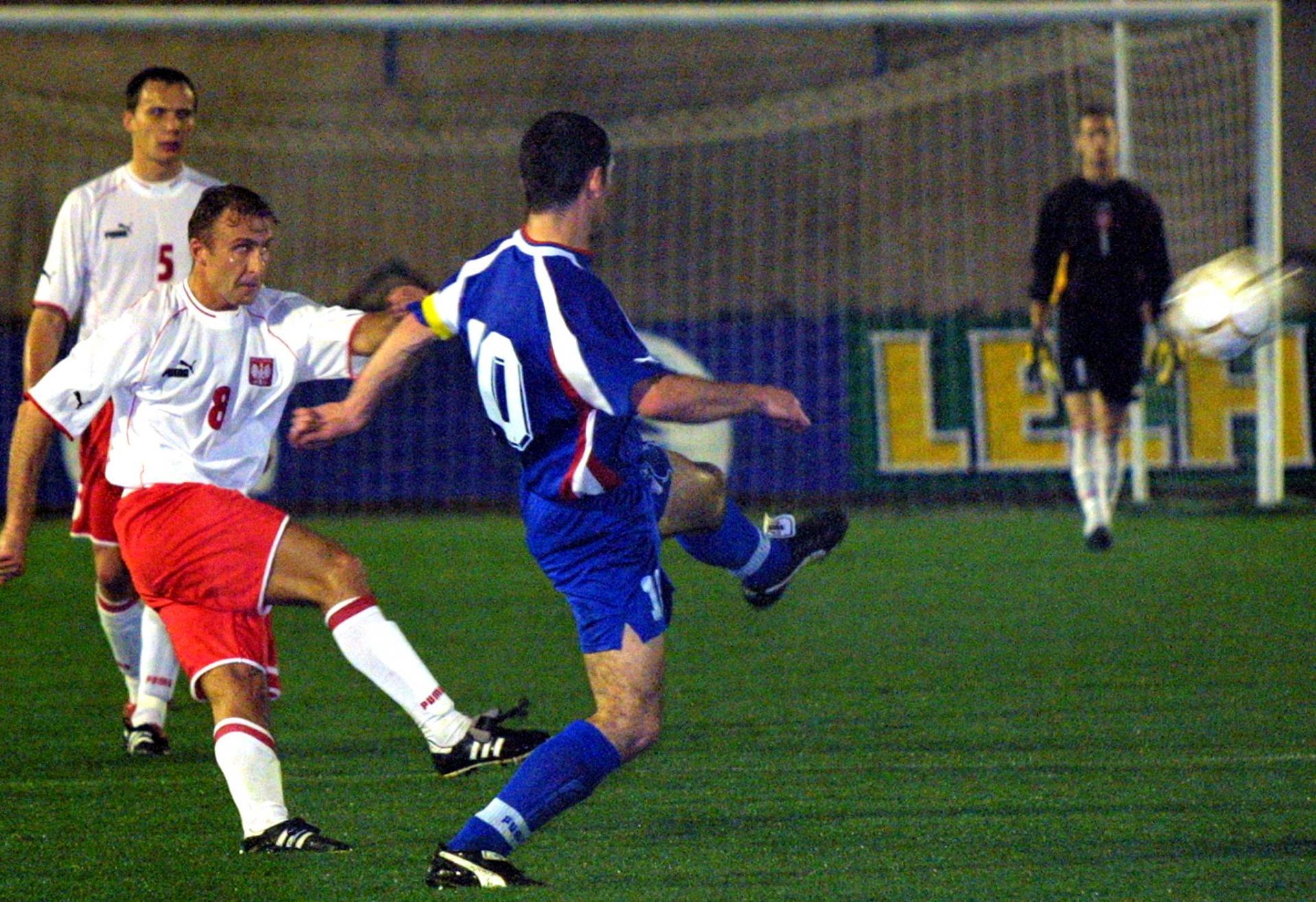 Mariusz Piekarski podczas meczu Polska - Wyspy Owcze 2:1 (10.02.2002).