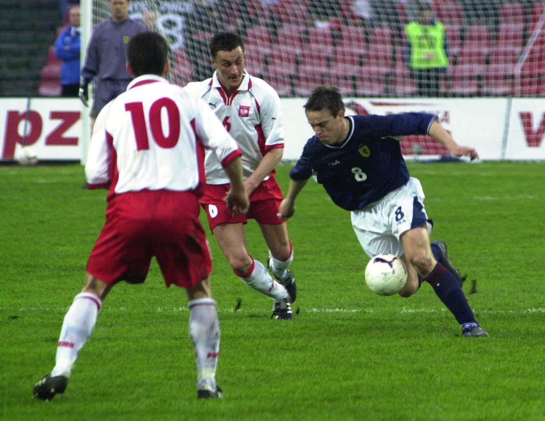 Tomasz Zdebel, Tomasz Hajto i Gavin Rae podczas meczu Polska - Szkocja 1:1 (25.04.2001).