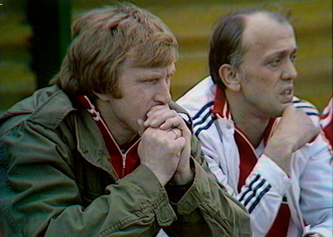 Jacek Gmoch i Andrzej Strejlau na ławce rezerwowych w meczu z Czechosłowacją olimpijską