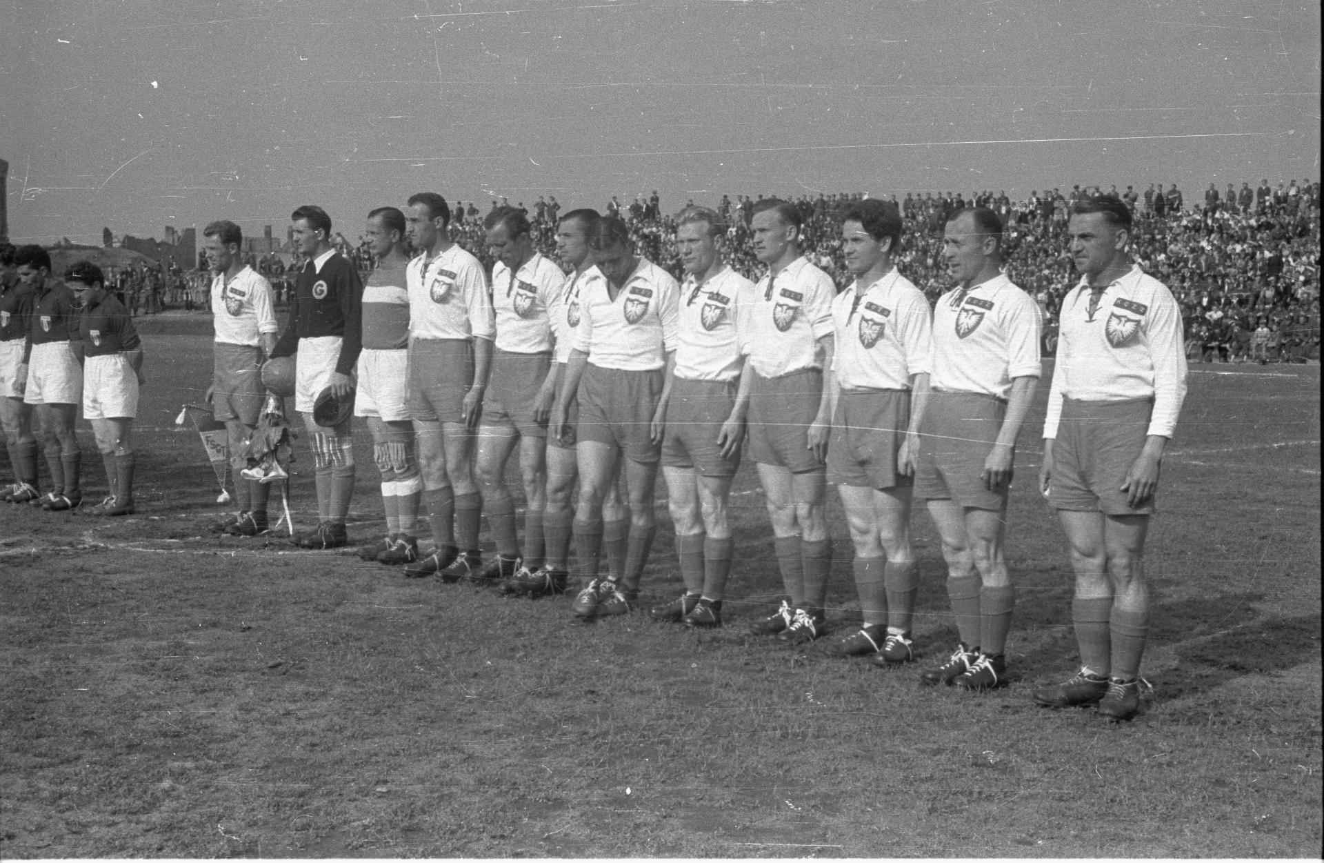 Reprezentacja Polski przed meczem z drużyną związkowców francuskich; maj 1947 roku.