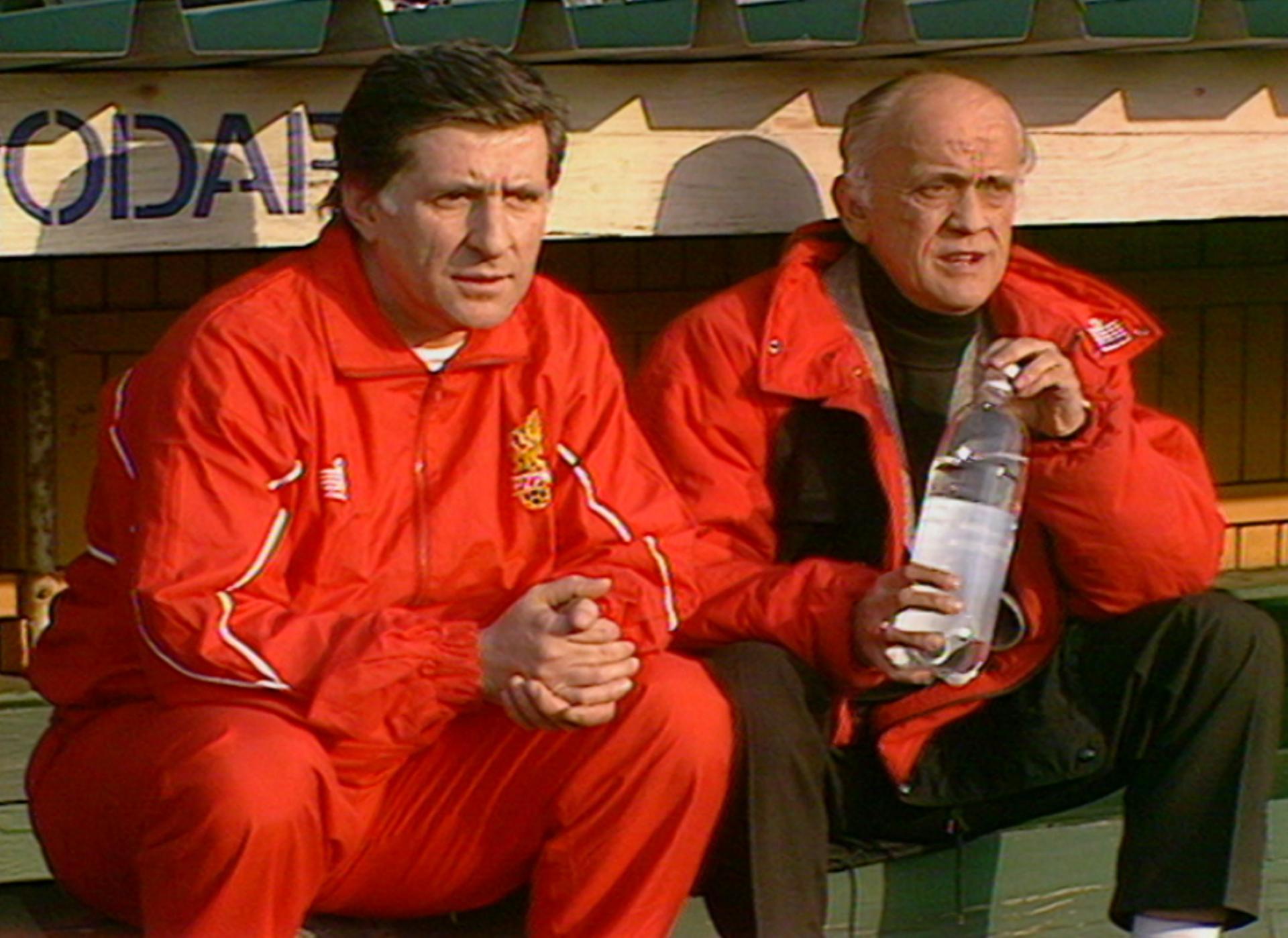 Andrzej Strejlau i Lesław Ćmikiewicz podczas meczu Polska - Finlandia 2:1 (13.04.1993).
