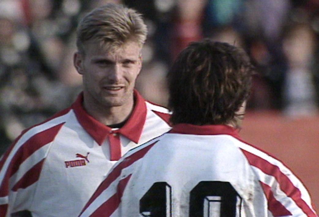 Andrzej Juskowiak i Roman Kosecki podczas meczu Polska - Litwa 4:1 (15.03.1995).