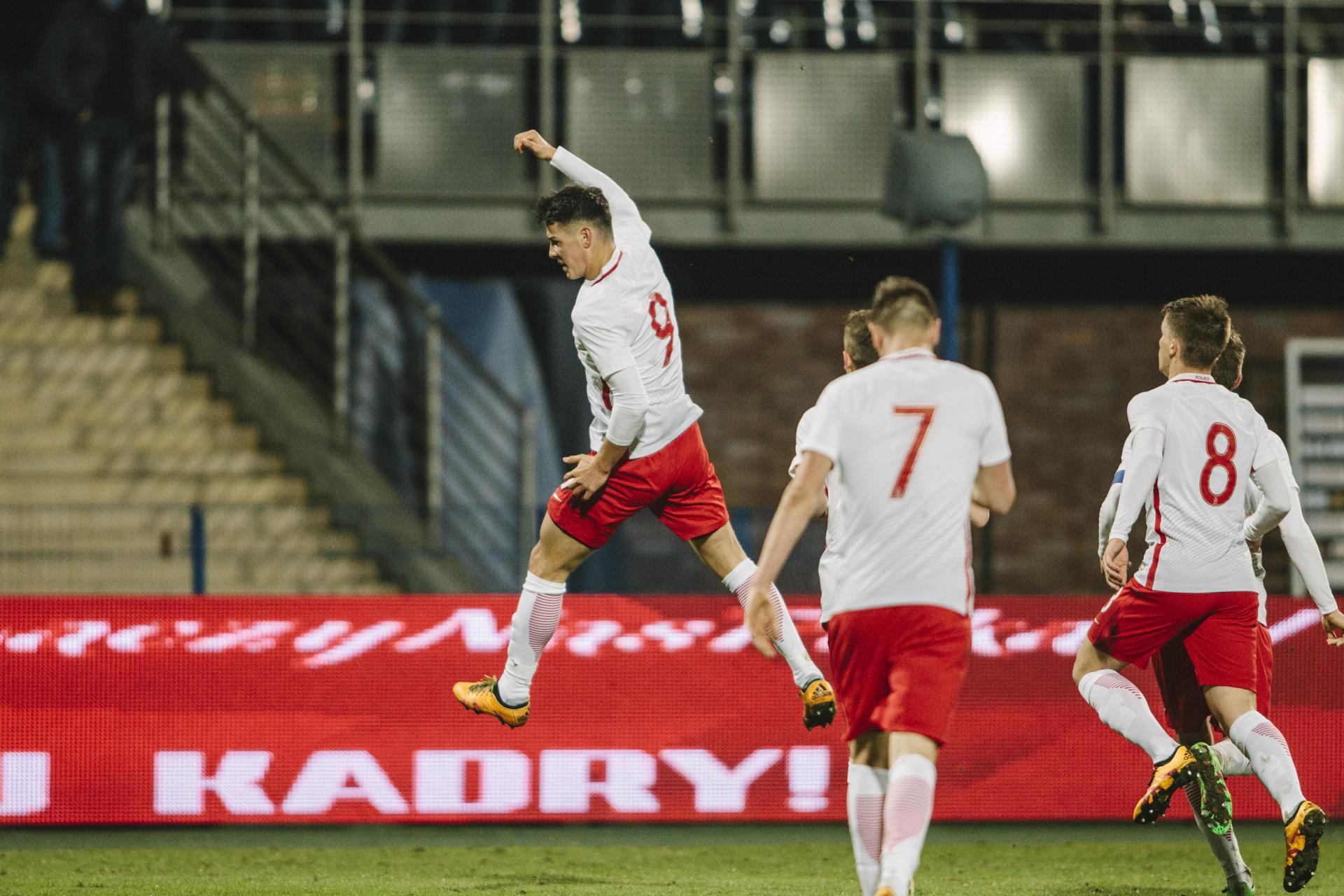 Uradowany Mariusz Stępiński po zdobyciu bramki w towarzyskim meczu kadry do lat 21 z rówieśnikami z Finlandii.