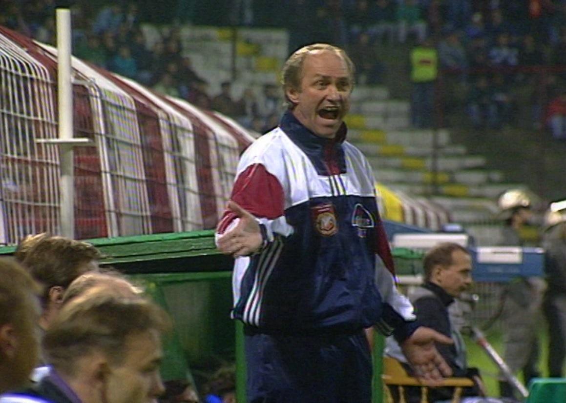 Franciszek Smuda podczas meczu Widzew Łódź - Czernomorec Odessa 1:0, k. 5:6 (26.09.1995).