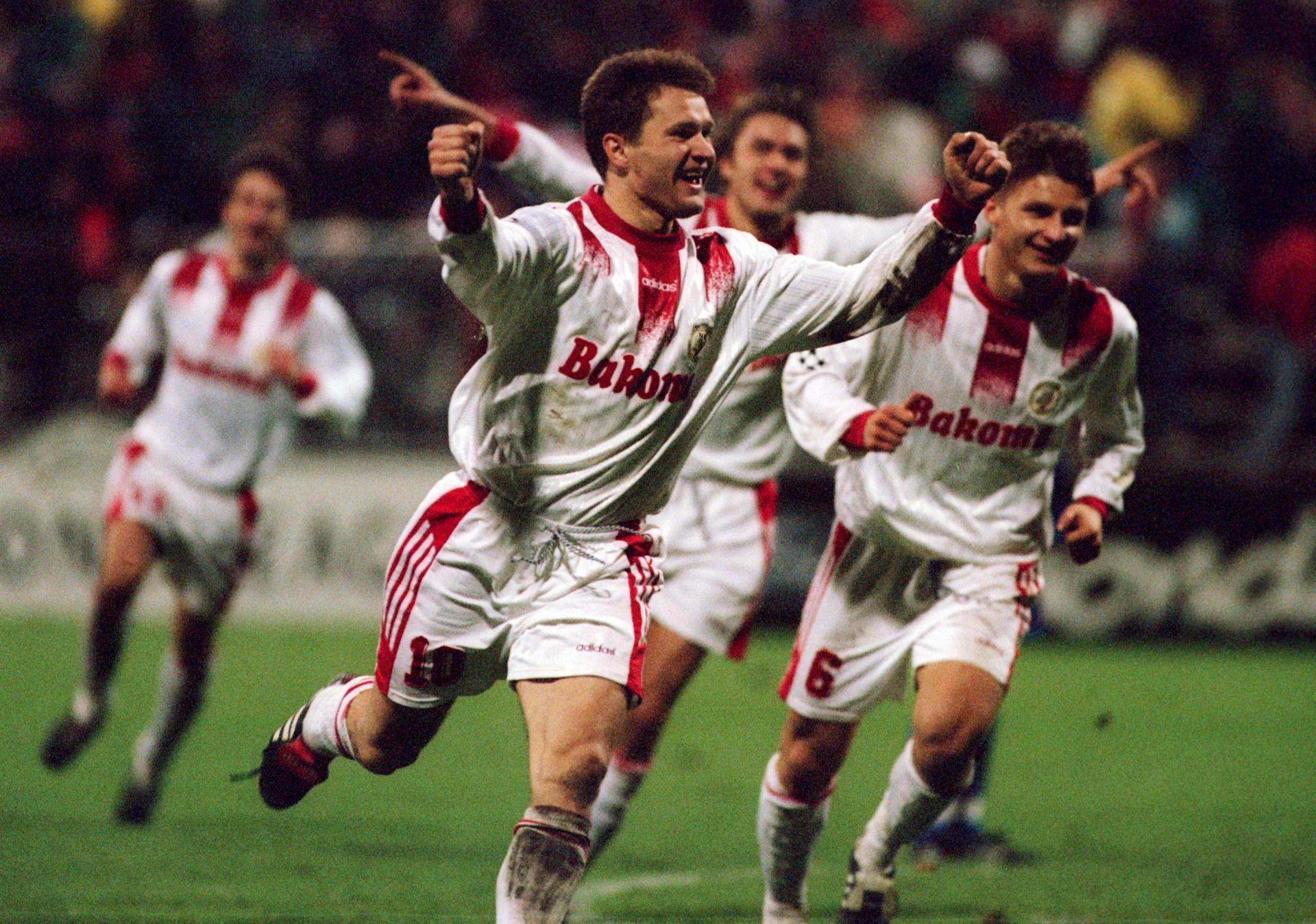 Ryszard Czerwiec po zdobyciu bramki podczas meczu Widzew Łódź - Steaua Bukareszt 2:0 (30.10.1996).