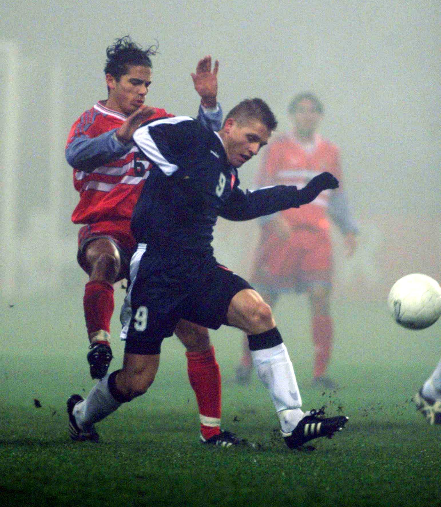 Artur Wichniarek podczas meczu Polska - Turcja 2:1 U-21 (12.11.1999).