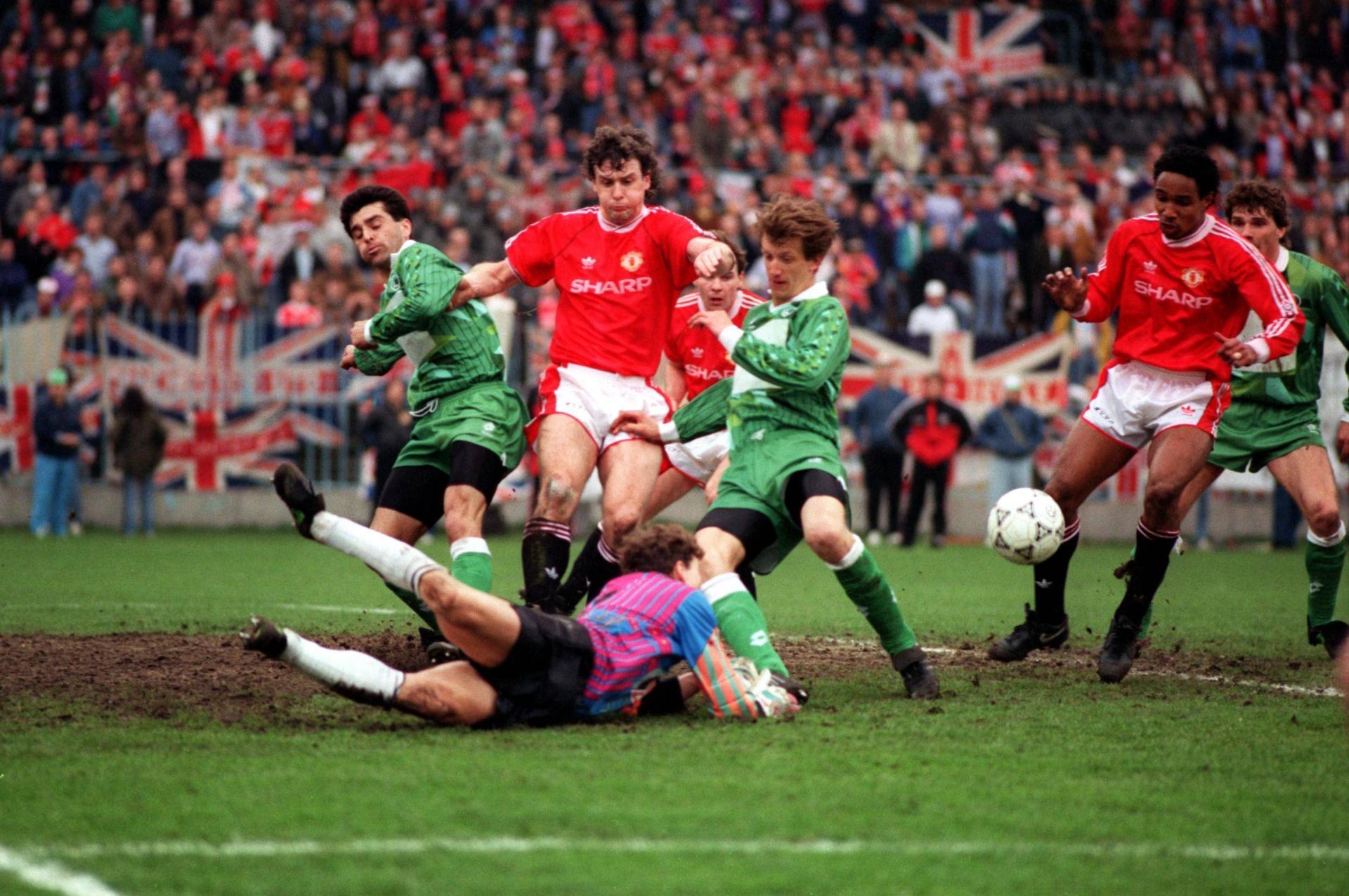 Mark Hughes podczas meczu Legia Warszawa - Manchester United 1:3 (10.04.1991).