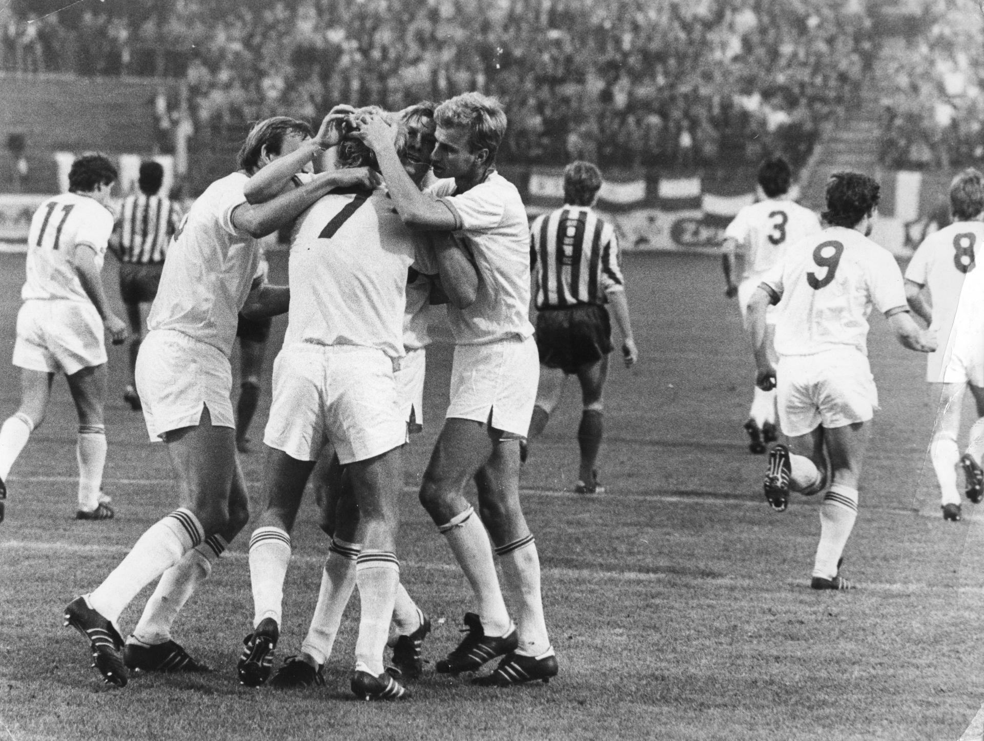 Wiesław Cisek po strzeleniu gola podczas meczu Widzew Łódź - Galatasaray Stambuł 2:1 (02.10.1985)