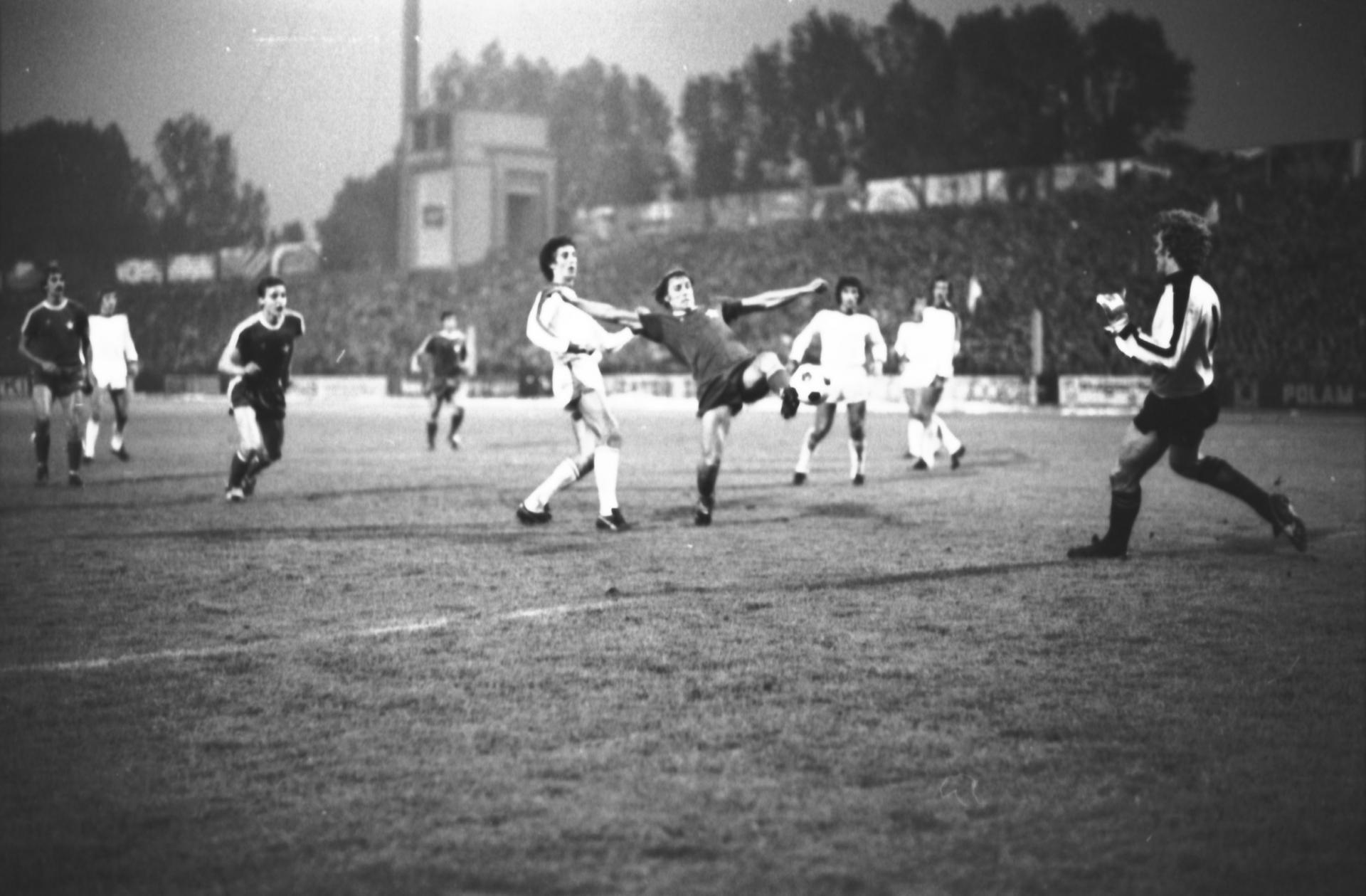 Janusz Krupiński strzela zwycięskiego gola w meczu Wisły Kraków z Club Brugge, który przesądził o awansie krakowian do II Pucharu Europy 1978.