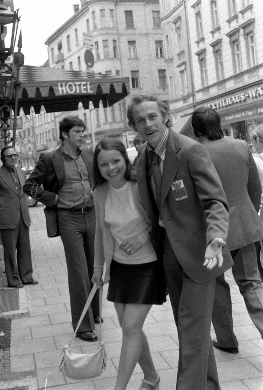 Grzegorz Lato z żoną podczas spaceru po ulicach Monachium.