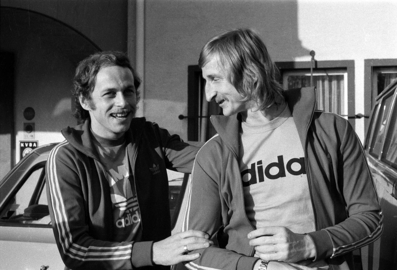 Grzegorz Lato (po lewej) i Andrzej Szarmach przed meczem z Argentyną.