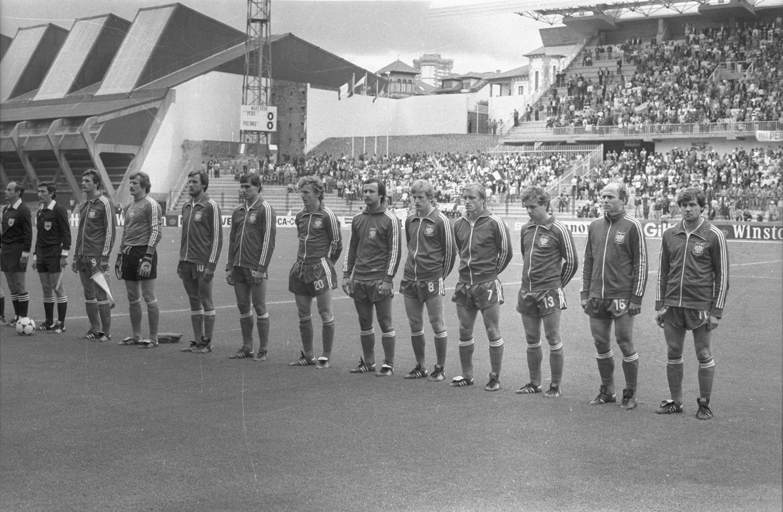 Reprezentacja Polski podczas hymnu przed meczem z Peru.