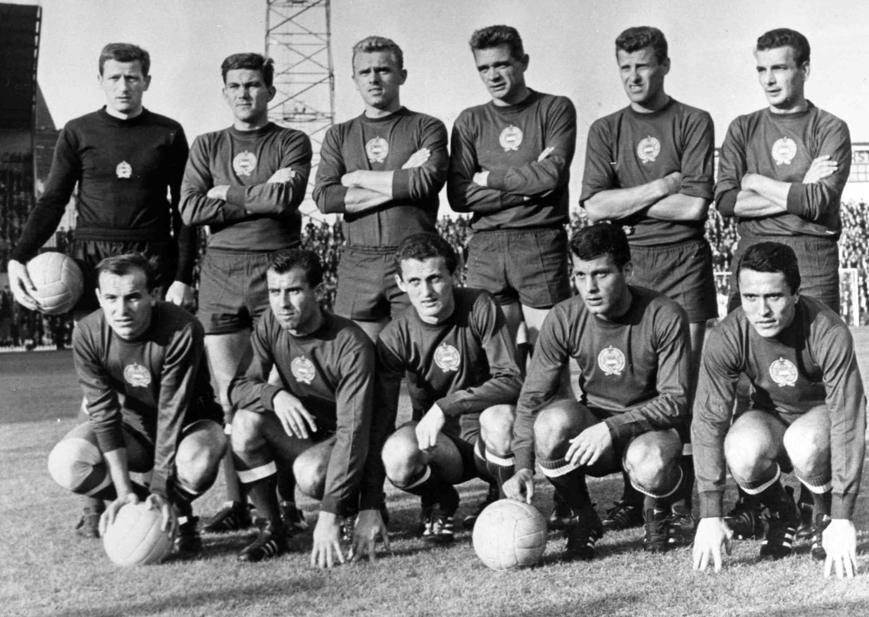 W okresie powojennym aż do upadku Muru Berlińskiego piłkarski turniej olimpijski zdominowała reprezentacja Węgier. Drużyna znad Dunaju sięgnęła po złote medale trzykrotnie – na igrzyskach w Helsinkach (1952), Tokio (1964) i Meksyku (1968).