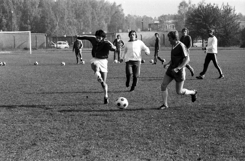 Stanisław Terlecki i Jacek Gmoch podczas treningu przed wyjazdowym meczem z Portugalią.