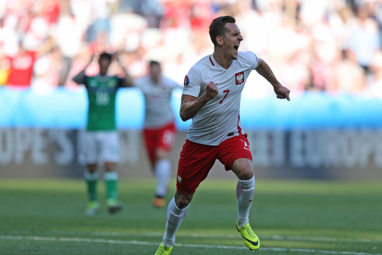Radość Arkadiusza Milika po golu strzelonym Irlandii Północnej na Euro 2016.