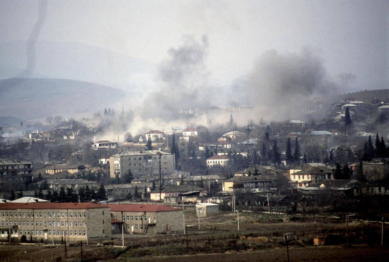 Konflikt zbrojny pomiędzy Armenią i Azerbejdżanem dotyczący Górskiego Karabachu - ormiańskiej enklawy na terenie Azerbejdżanu (1992 rok).