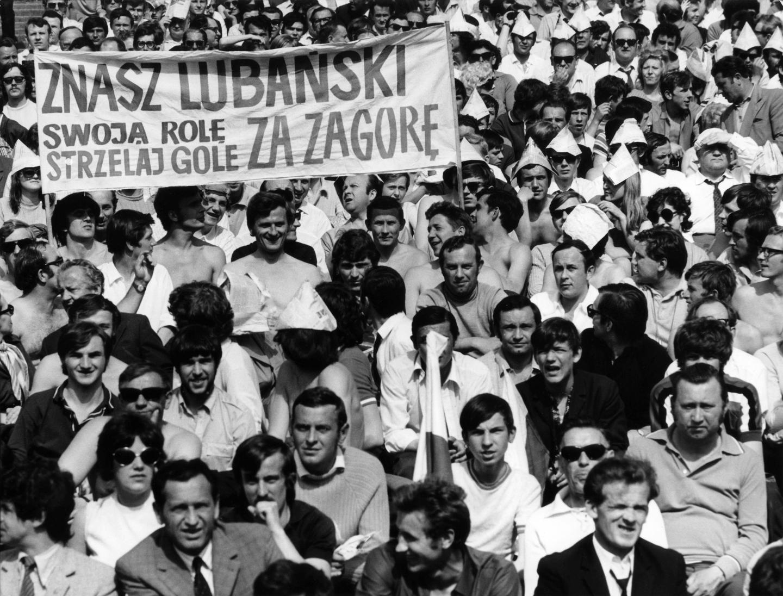 Protest PZPN po wydarzeniach w Starej Zagorze sprawił, że karę trzech meczów pauzy za czerwoną kartkę zamieniono Włodzimierzowi Lubańskiemu na tylko jedno spotkanie. Zabrakło go w konfrontacji z amatorami z Hiszpanii, ale w rewanżu z Bułgarią mógł już zagrać. Bramki nie zdobył, jednak miał olbrzymi udział w efektownym zwycięstwie.