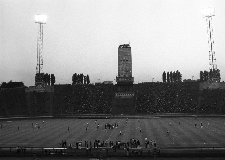 Stadion Śląski w pełnej krasie z widoczną w tle wieżą.