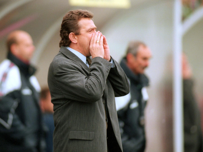 Janusz Wójcik zadebiutował w roli selekcjonera biało-czerwonych w marcu 1997 roku i początek jego pracy z kadrą był bardzo udany. Po sukcesie w towarzyskich spotkaniach z Węgrami (1:0) i Litwą (2:0) w pierwszej grze o punkty odniósł przekonujące zwycięstwo nad Mołdawią w Kiszyniowie.