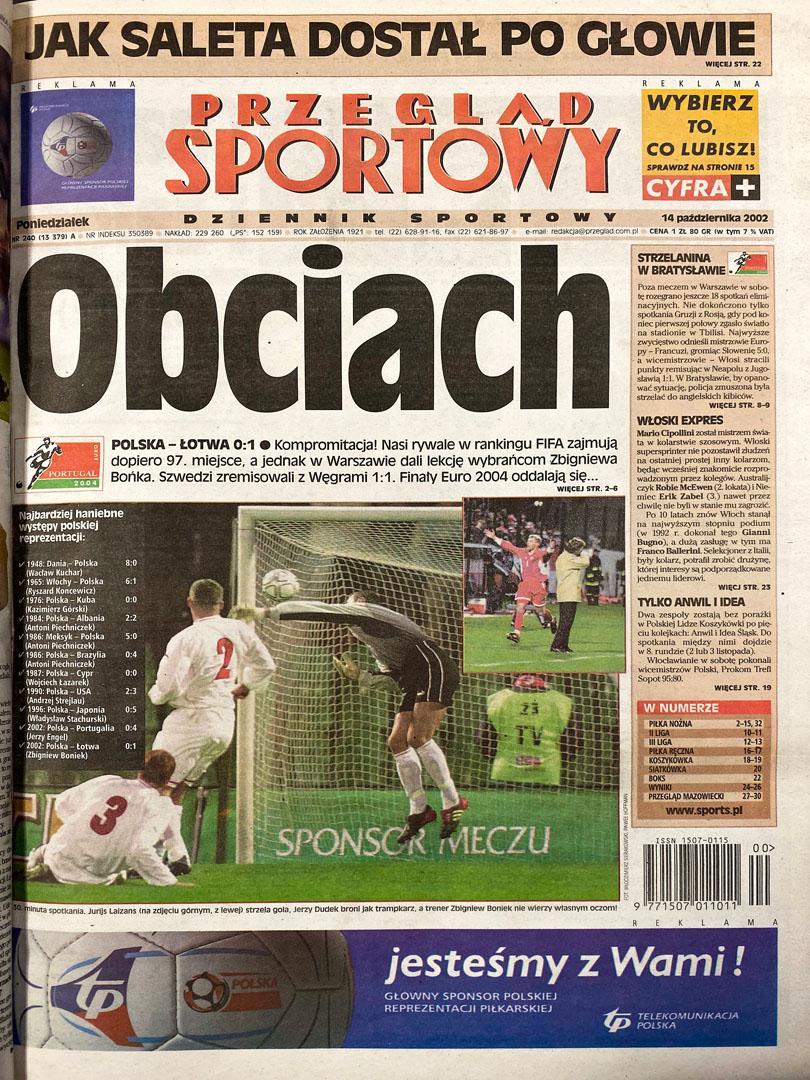 Okładka przeglądu sportowego po meczu Polska - Łotwa (12.10.2002)