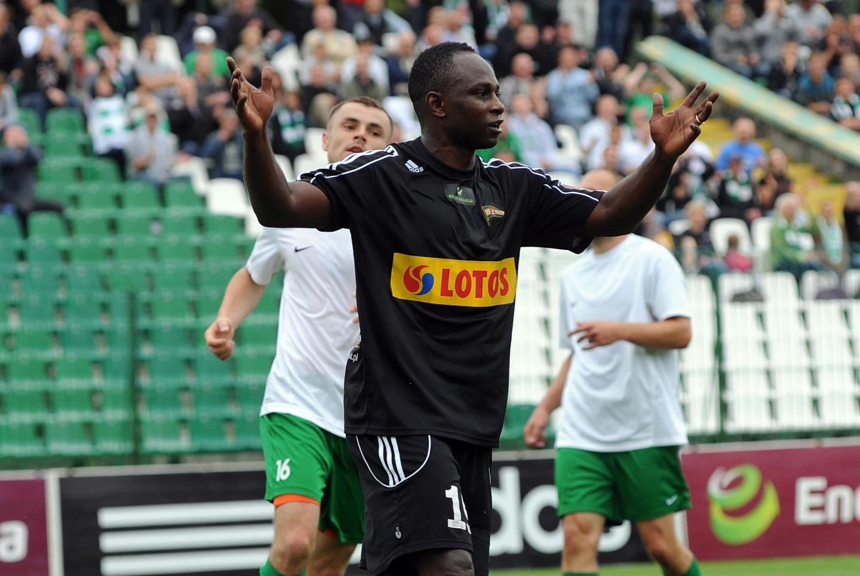 Emmanuel Olisadebe podczas sparingowego meczu Lechii Gdańsk z Olimpią Grudziądz w 2013 roku.