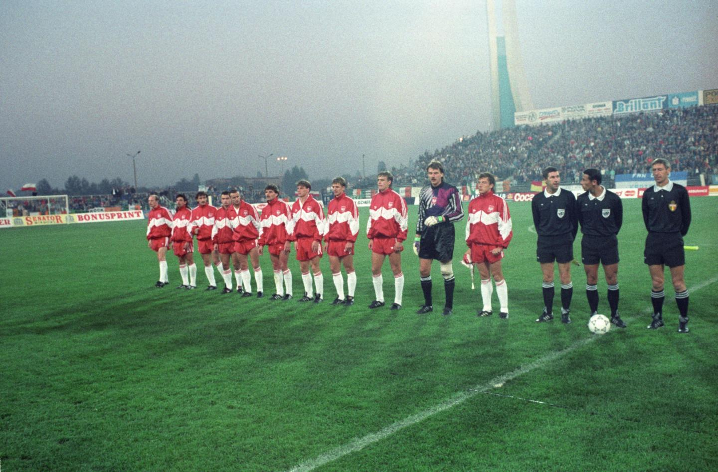 Reprezentacja Polski przed meczem z Irlandią na stadionie Lecha w Poznaniu w 1991 roku.
