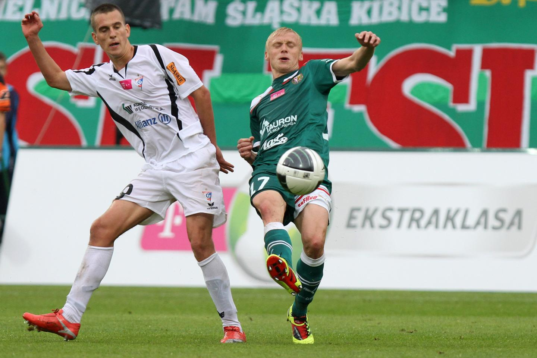 Arkadiusz Milik i Mariusz Pawelec podczas meczu Śląsk-Górnik 1:1