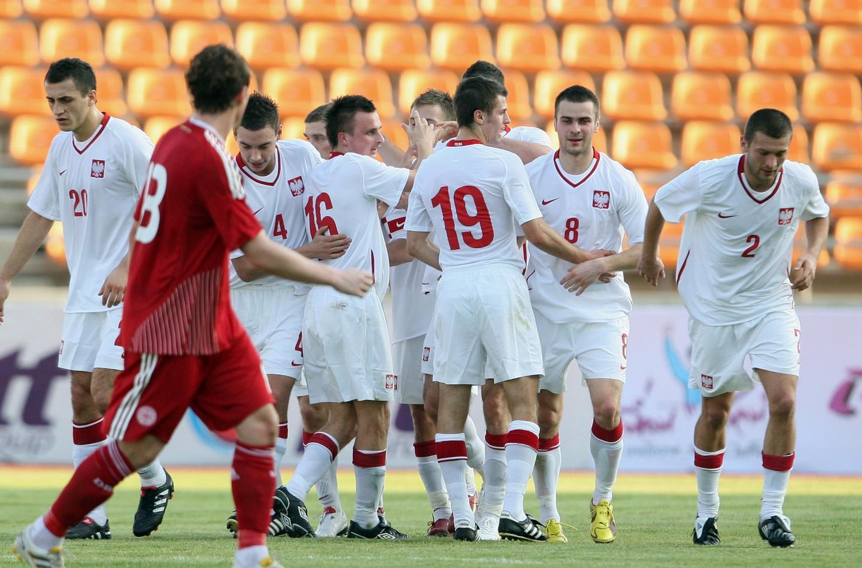 Radość polskich piłkarzy po jedynej bramce zdobytej w meczu z Danią w Tajlandii.