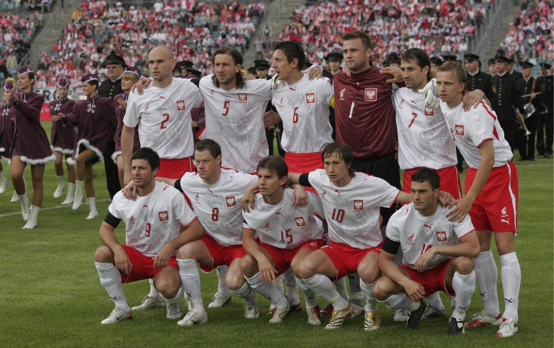 Grupowe zdjęcie reprezentacji Polski przed towarzyskim meczem z Kolumbią na Stadionie Śląskim w Chorzowie 30 maja 2006 roku.