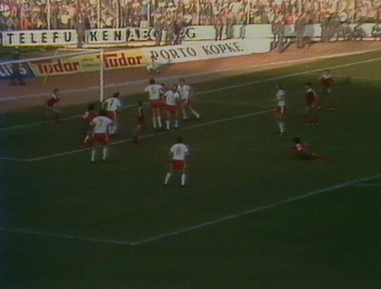 Polakom udało się zdobyć gola w doliczonym czasie. Do piłki dośrodkowanej z rzutu rożnego najwyżej wyskoczył Paweł Król, dla którego był to dopiero drugi mecz w reprezentacji.