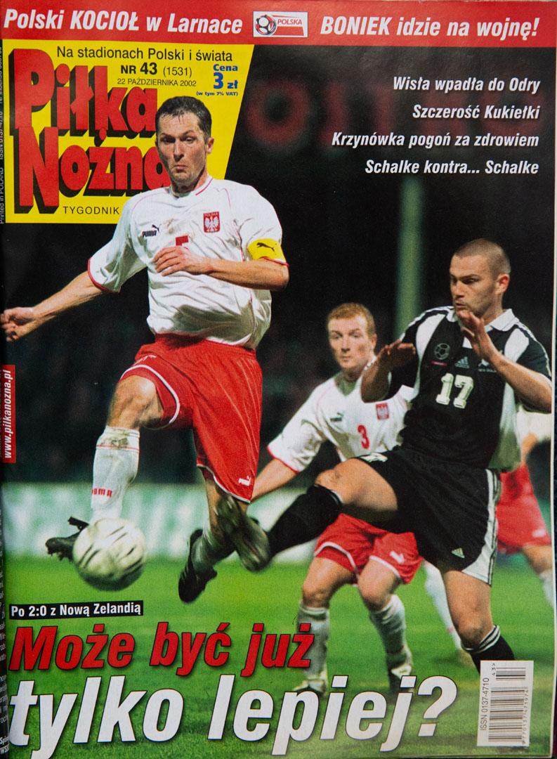 Okładka piłki nożnej po meczu polska - nowa zelandia (16.10.2002)
