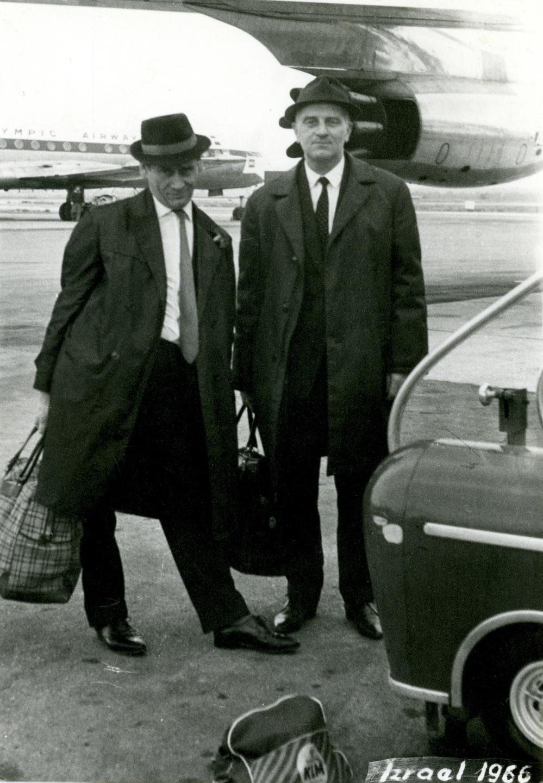 Dwaj przyjaciele ze Lwowa: Michał Matyas (po prawej) i Kazimierz Górski. Twórca największych sukcesów polskiej piłki najpierw podziwiał grę starszego kolegi z trybun stadionu Pogoni, a po wojnie pilnie uczył się od niego trenerskiego fachu.