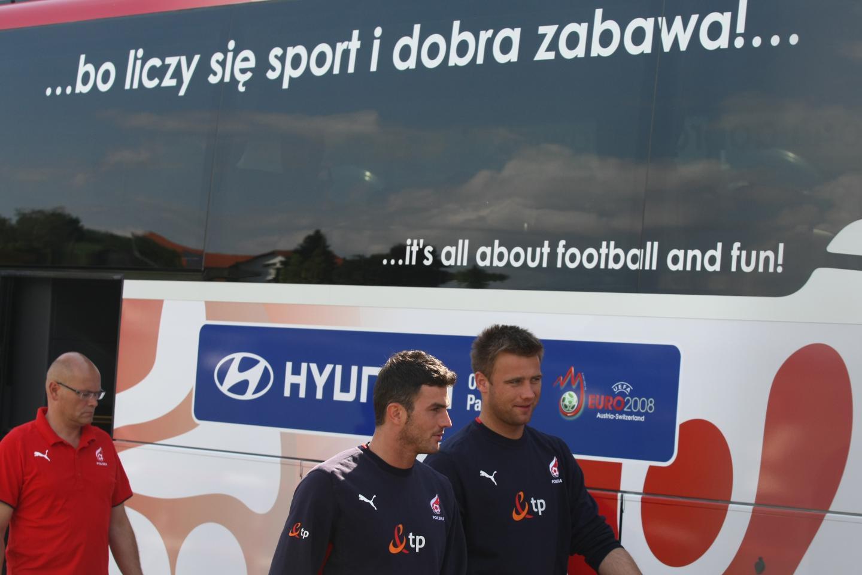 Autokar reprezentacji Polski podczas Euro 2008 - bo liczy się sport i dobra zabawa.
