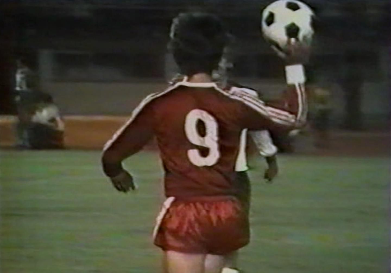 Marek Kusto podczas meczu Austria - Polska 2:1 (24.08.1977).