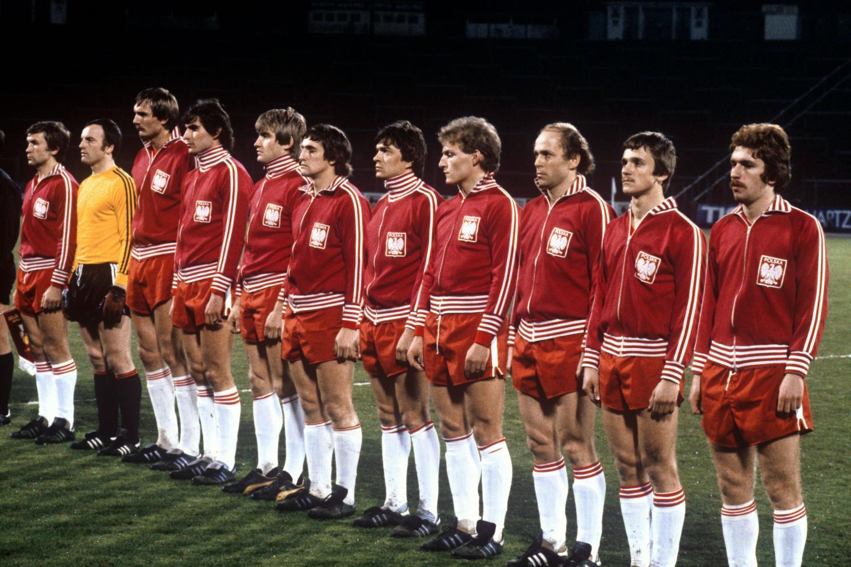 Zdjęcie grupowe reprezentacji Polski przed towarzyskim meczem z Belgią na stadionie Heysel w 1980 roku.