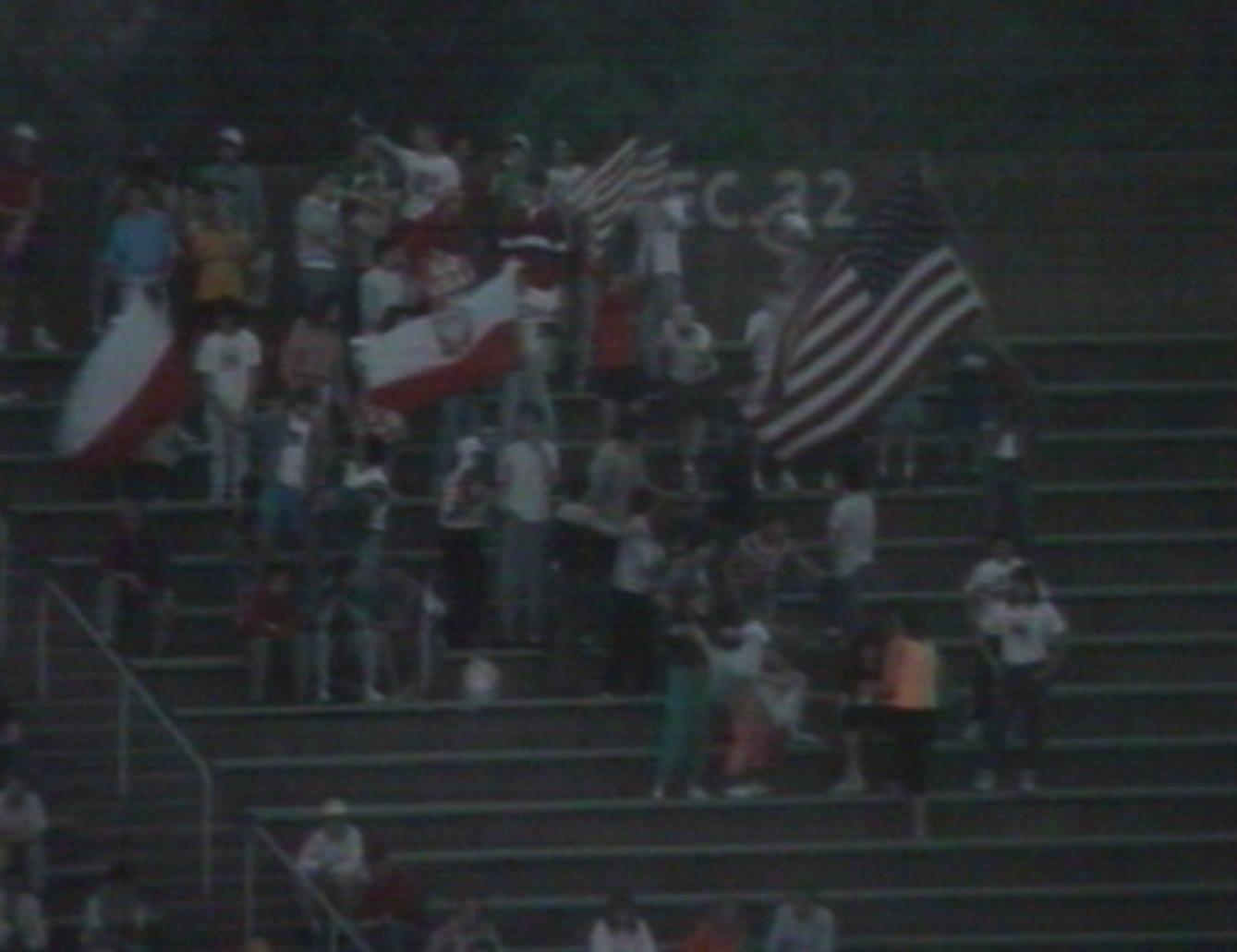 """""""Jesteśmy wszędzie tam, gdzie Polska gra"""" – dało się słyszeć z trybun. Kibice dopingowali biało-czerwonych nawet w dalekiej Pensylwanii, choć tym razem ich wsparcie nie na wiele się zdało."""