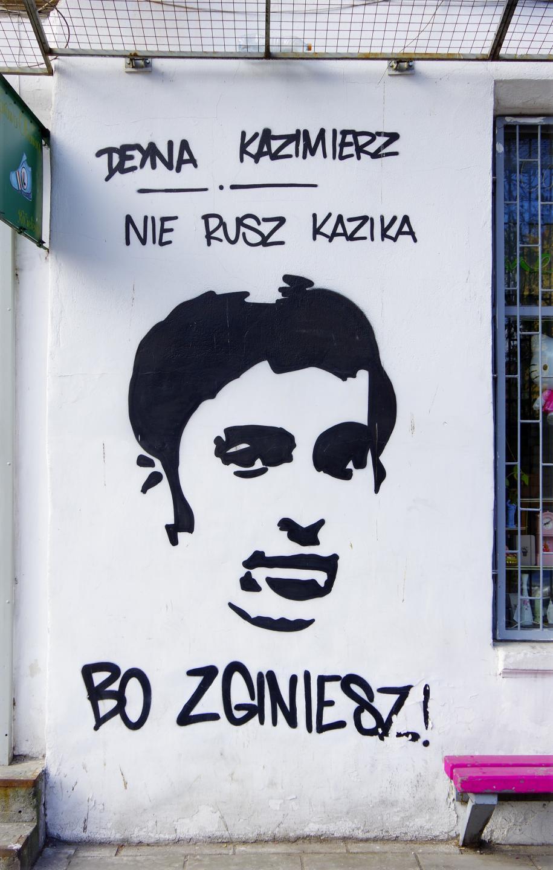 Deyna Kazimierz nie rusz Kazika bo zginiesz! - mural z podobizną Kazimierza Deyny na ścianie starej kamienicy przy ulicy Inżynierskiej 4 na Pradze Północ.