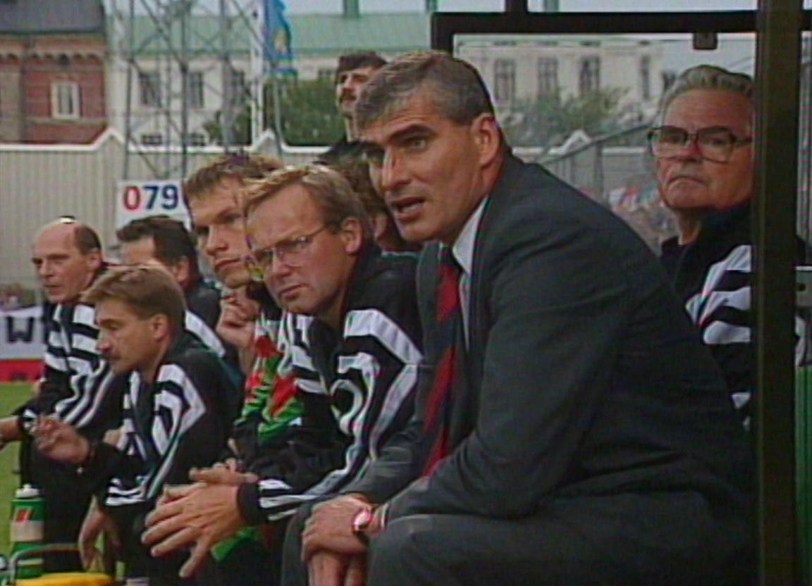 Paweł Janas podczas meczu IFK Göteborg - Legia Warszawa 1:2 (23.08.1995).