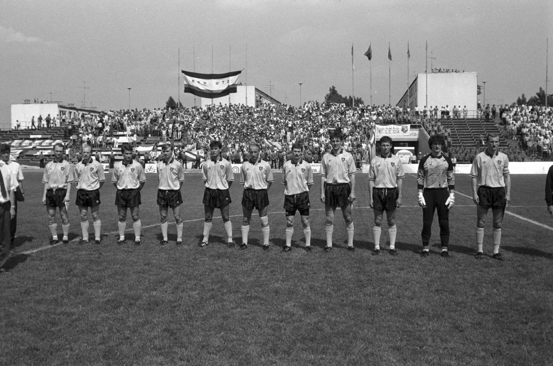 Piłkarze GKS-u Katowice przed meczem finału Pucharu Polski 1991 z Legią Warszawa.