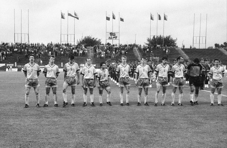 Piłkarze Miedzi Legnica przed finałowym meczem o Puchar Polski w sezonie 1991/1992.