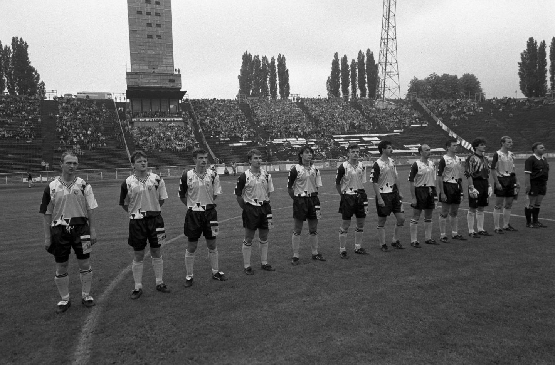 Piłkarze GKS-u Katowice przed finałowym meczem o Puchar Polski w sezonie 1992/93.