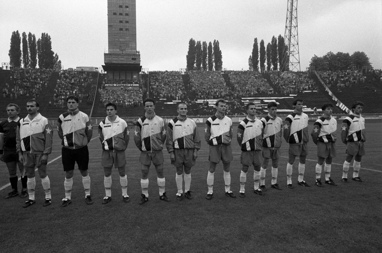 Piłkarze Ruchu Chorzów przed finałowym meczem Pucharu Polski w sezonie 1992/93.