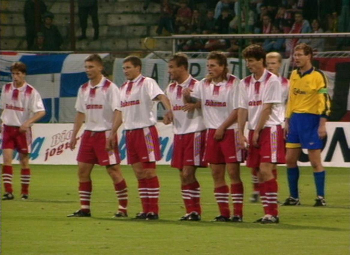 Piłkarze Widzewa podczas meczu Widzew Łódź - Brøndby Kopenhaga 2:1 (07.08.1996).