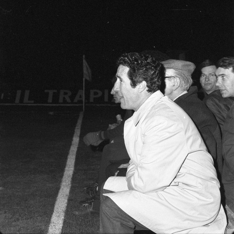"""Legendarny trener rzymskiego klubu Helenio Herrera już przed meczem w Chorzowie telefonował do Wiednia, aby zamówić pokoje hotelowe na wielki finał. Podobno zaraz po spotkaniu w Strasburgu próbował odwołać rezerwację, ale okazało się, że nie jest to już możliwe. Na uszczypliwe uwagi włoskich dziennikarzy odpowiedział: """"Nic strasznego się nie stało. W końcu moim chłopcom przyda się obejrzeć po raz czwarty zespół tej klasy co Górnik""""."""