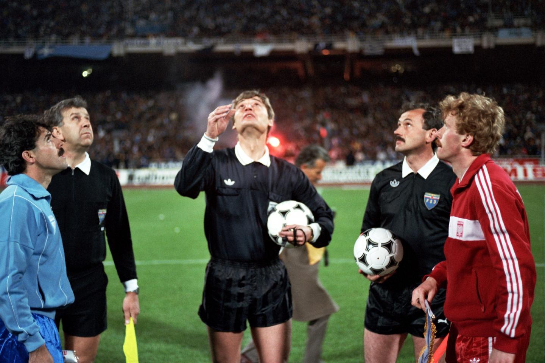 Za selekcjonerskich czasów Wojciecha Łazarka piłkarz Górnika Zabrze, a potem AJ Auxerre często pełnił funkcję kapitana. Tak było m.in. w meczu eliminacji Euro 1988 z Grecją (0:1).