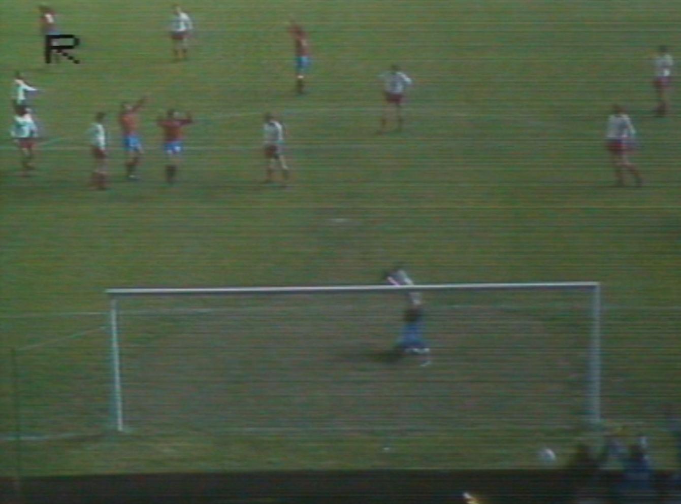 Józef Młynarczyk stawał na głowie, by zatrzymać Hiszpanów, ale nie ustrzegł się błędów. Przy tym golu miał pecha, bo piłka odbiła się od nogi Emilio Butragueño i zmieniła kierunek, kolejne bramki jednak padły w wyniku niefortunnych interwencji polskiego golkipera.